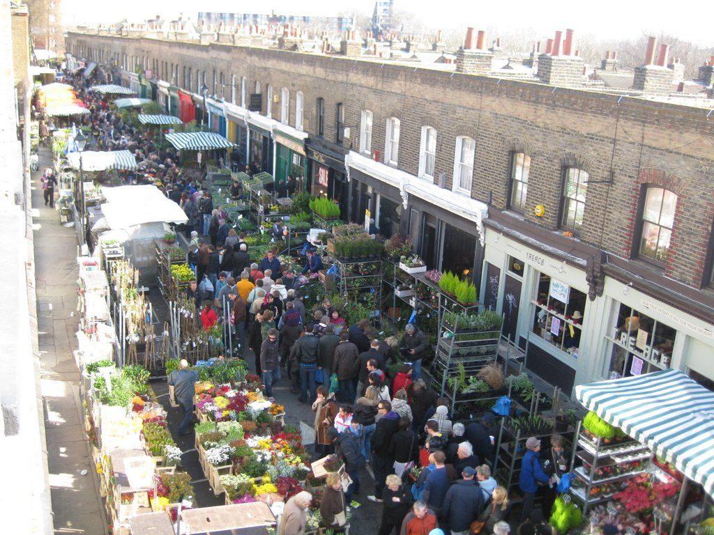 Guide to London · Sunday Flower Market London · Via www.sweethings.net