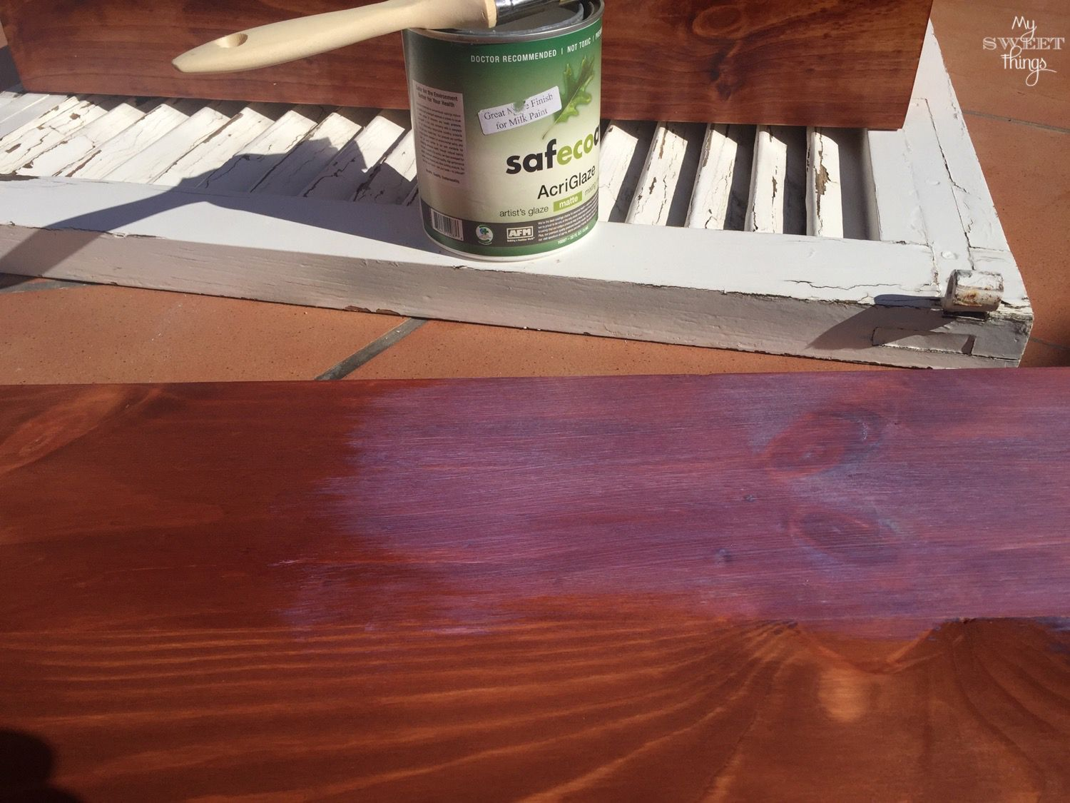 How To Upcycle Old Furniture · Staining the top · Via www.sweethings.net