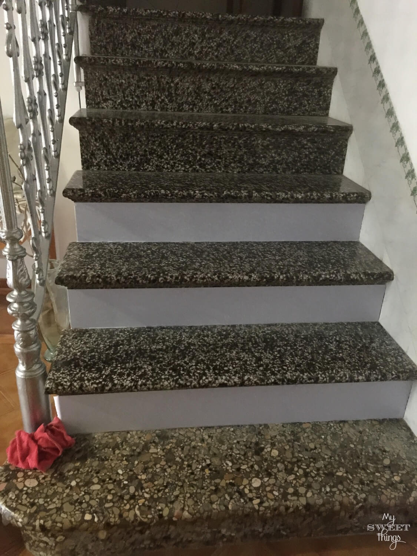 DIY Staircase makeover under $10 rental friendly · Via www.sweethings.net