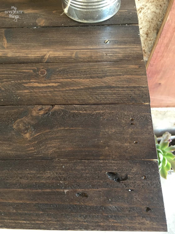 Persianas mallorquinas recuperadas y madera de palet · Via www.sweethings.net