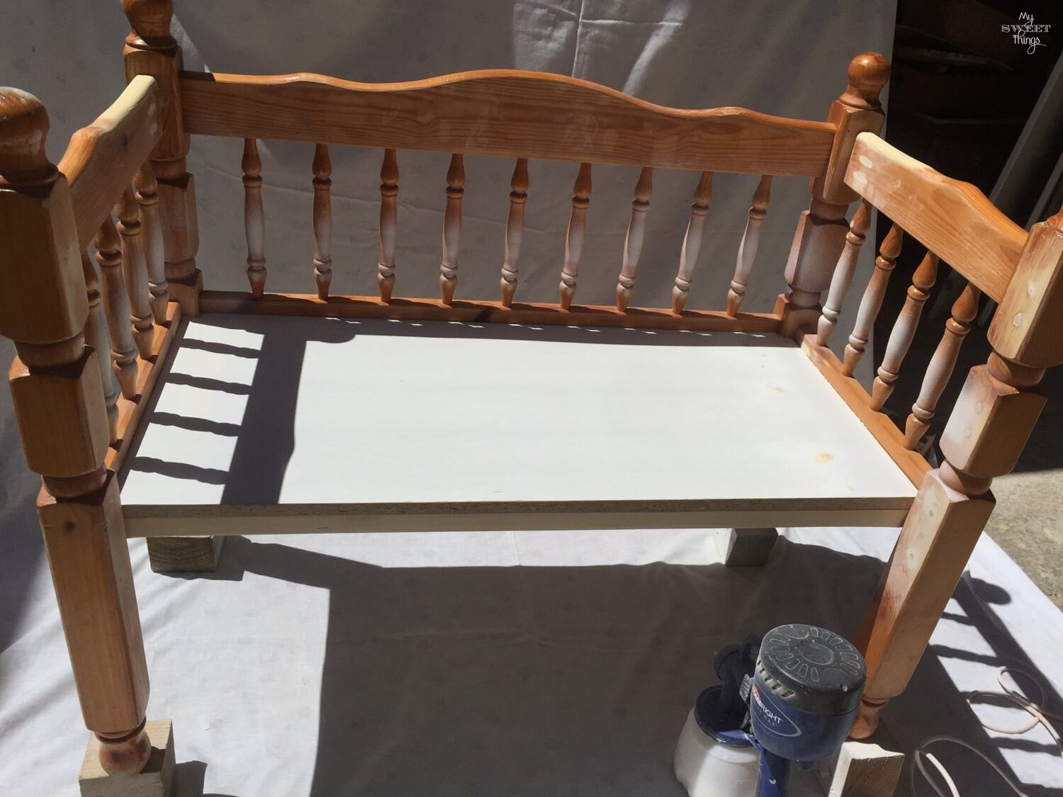 DIY Bench For Kids Using Footboards · Via www.sweethings.net