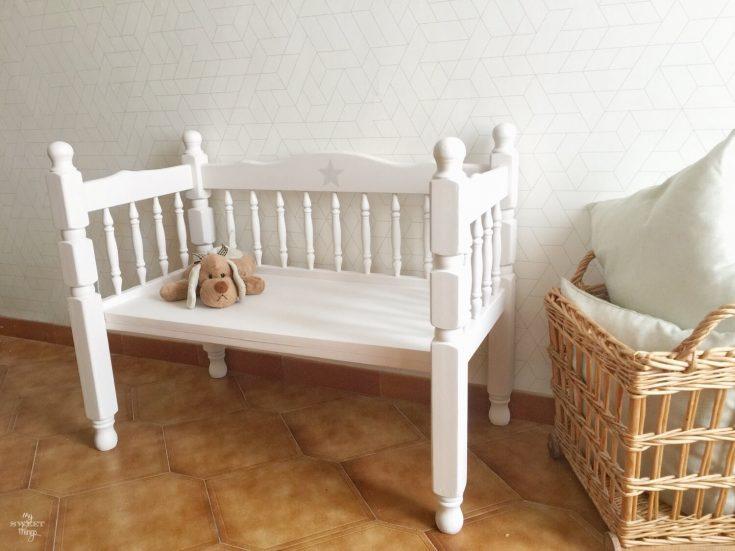 Banco infantil hecho con pieceros de cama