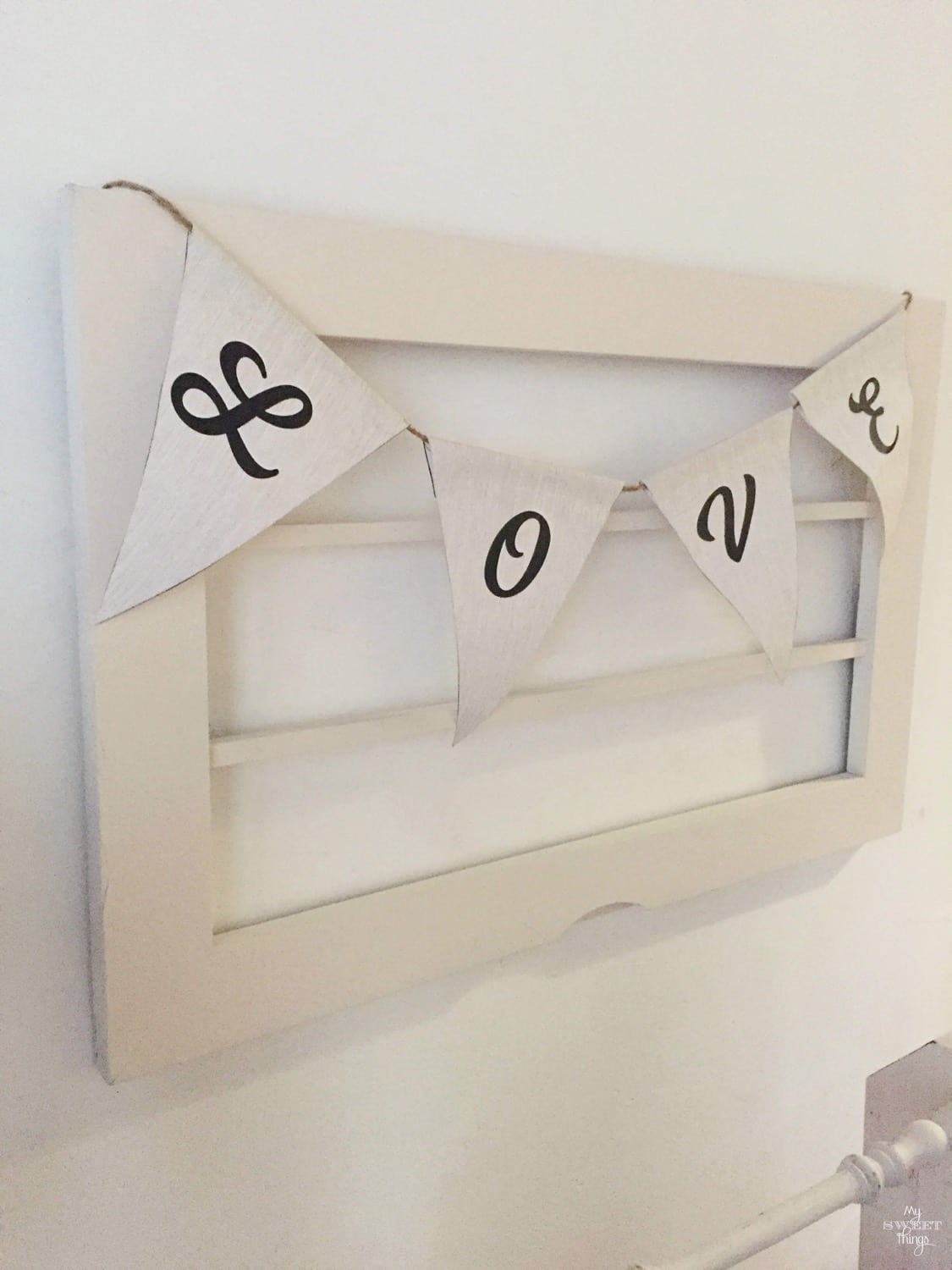 Old farmhouse style window with paper garland · Via www.sweethings.net