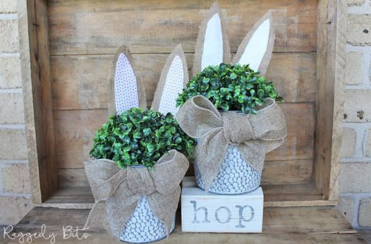 Farmhouse Easter centers